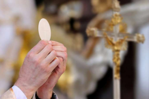 Maryland County Lifts Ban on Holy Communion