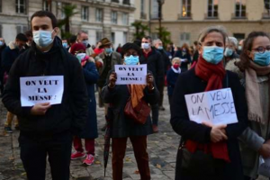 'We want Mass': Catholics in France protest ban on public worship