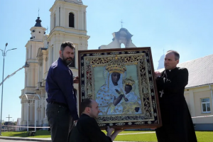 Revered Icon of Our Lady unscathed after Belarus church fire
