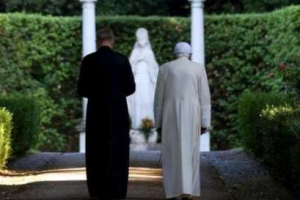 Benedict XVI pays a surprise visit to Castel Gandolfo