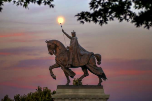 More than 200 Citizens and Catholics Protect City's Namesake Statue from Mob in St. Louis